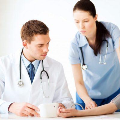 izmerenie-davlenia-v-klinice