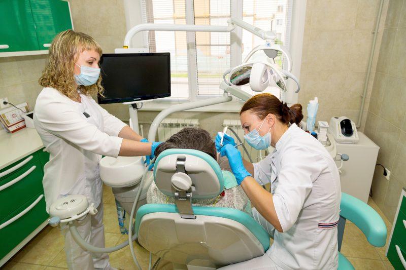 stomatolog-za-rabotoi